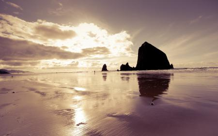 Обои вода, скала, облака, песок