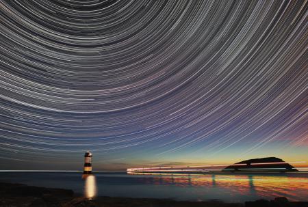 Заставки penmon point star trail final, ночь, звезды, залив