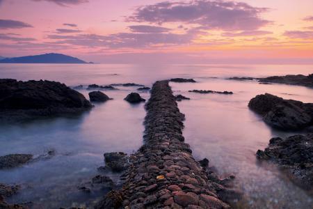 Фото море, закат, дорожка, камни