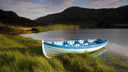 Обои лодка, озеро, горы