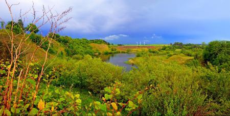 Обои небо, тучи, река, трава