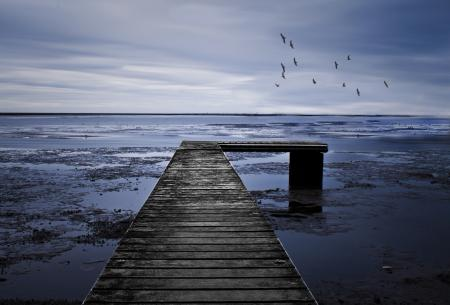 Фото мост, море, мрачно