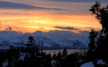 Обои Mountain Light, горы, лес, зима