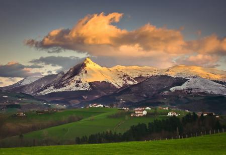 Фотографии горы, долина, деревушка, поля
