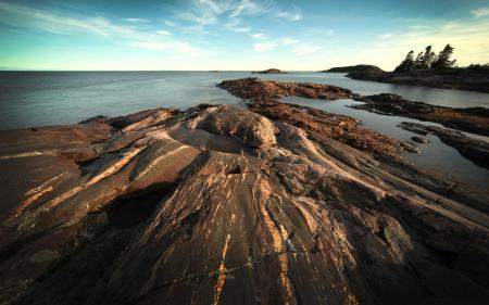 Обои пейзажи, вода, берег, камни