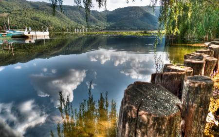 Заставки озеро, лодка, пеньки
