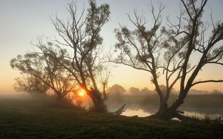 Обои закат, река, туман, пейзаж