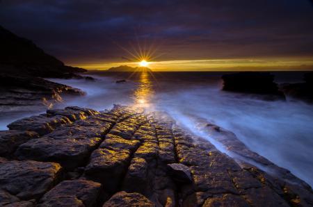 Обои ночь, море, камни, пейзаж