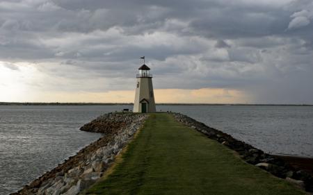 Обои море, тучи, маяк