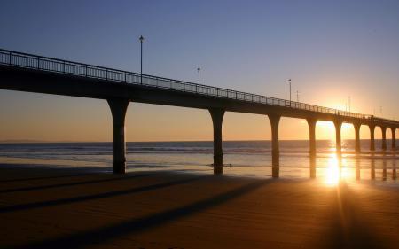 Обои мост, закат, море