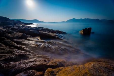 Обои море, залив, камни, солнце