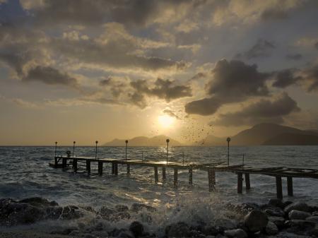 Обои море, волны, брызги, камни