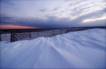 Фото зима, снег, море, забор