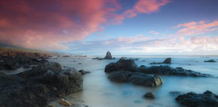 Заставки розовые, облака, море, камни