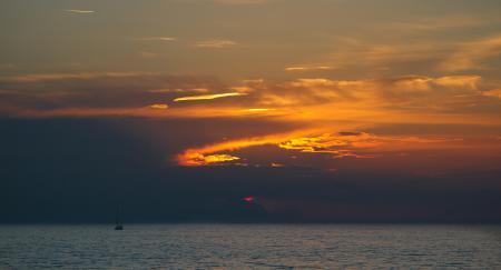 Фото море, гладь, лодка, небо