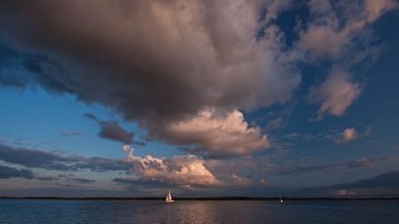 Заставки море, парус, небо, облака