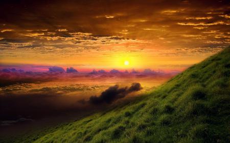 Заставки закат, зеленый холм, облака