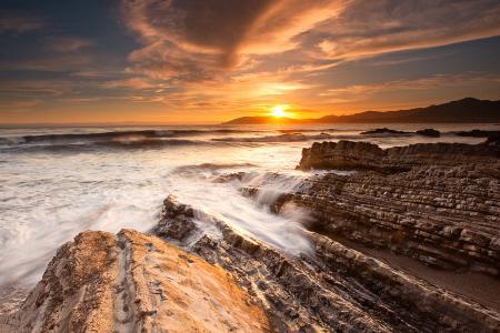 Заставки море, волны, скалы, камни