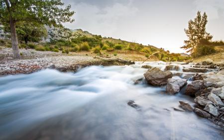 Заставки река, камни, дерево, природа