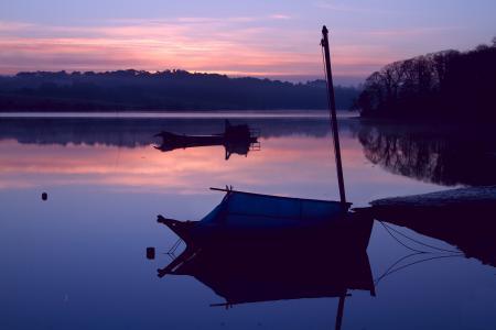 Картинки озеро, закат, лодки
