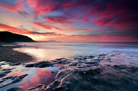 Обои море, закат, небо, камни
