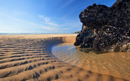 Фото пляж, песок, скала, вода
