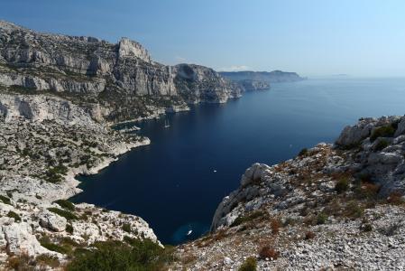 Фотографии яхты, средиземное море, небо, камни