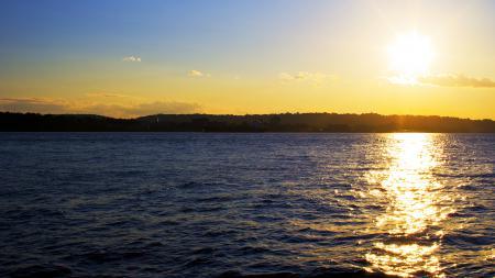 Обои солнце, вода, блики, город