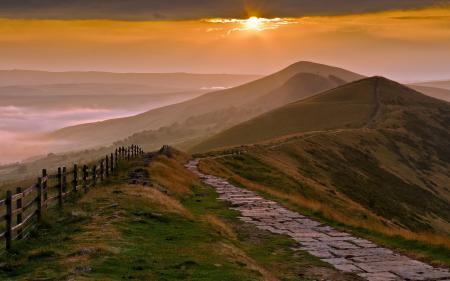 Картинки закат, горы, забор, пейзаж