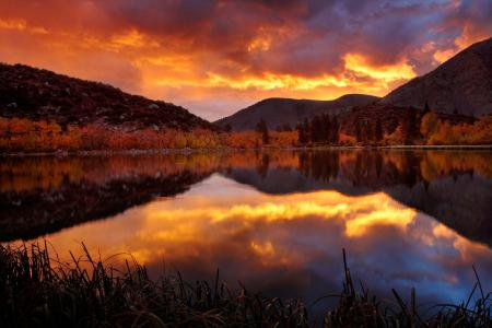 Обои озеро, осень, горы, закат