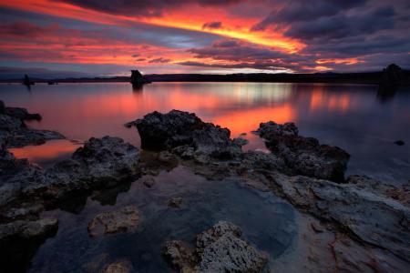 Обои озеро, камни, закат, зеркало
