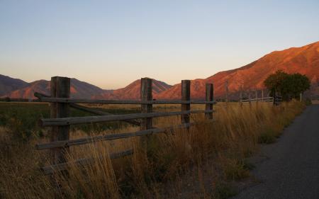 Картинки пейзажи, заборы, дорога, горы