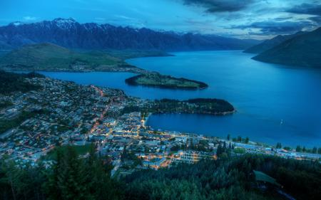 Фотографии город, озеро, горы, холмы