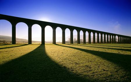Обои испания, акведук, арки, тени