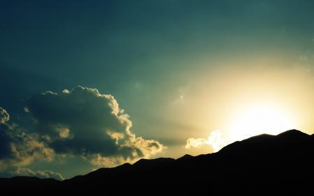 Обои солнце, горы, тень, небо