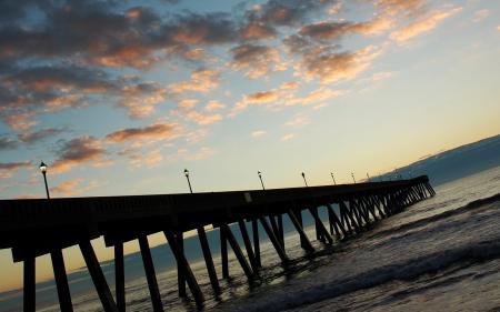Обои Пирс, море, небо, облака