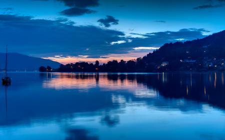 Обои озеро, вечер, яхта, побережье