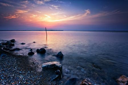 Фото озеро, берег, камни, закат