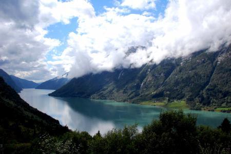 Обои горы, облака, река
