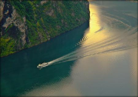 Фото скала, море, лодка, волны