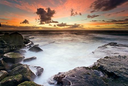 Картинки море, камни, небо, облака