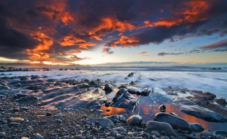 Фото море, камни, небо, облака
