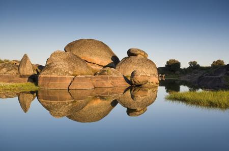Заставки озеро, камни, вода, небо