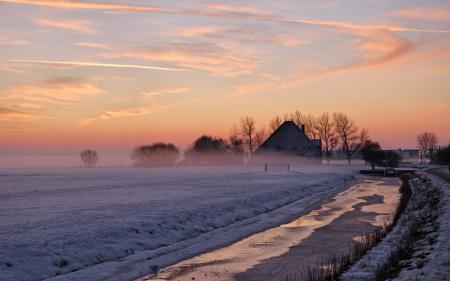 Обои закат, поле, дом, зима