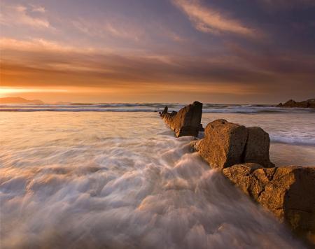 Картинки море, камни, небо, пляж