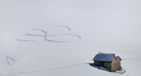 Обои следы, снег, романтика, домик