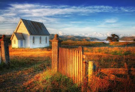 Обои домик, забор, небо