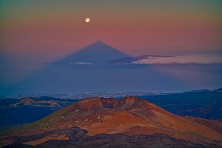Заставки вулкан, тень, горы, Луна