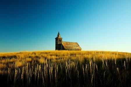 Обои поле, храм, небо, пейзаж