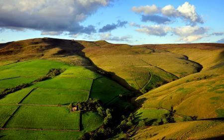 Обои поля, масштабность, холмы, облака